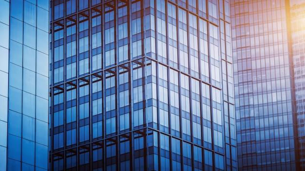 近代的なオフィスビルのクローズアップ