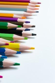 マルチカラー鉛筆のクローズアップ
