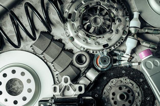 Крупным планом новых запасных частей автомобиля