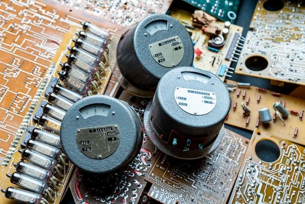 구식 전기 스케일 보드 표시기 아날로그 d의 클로즈업