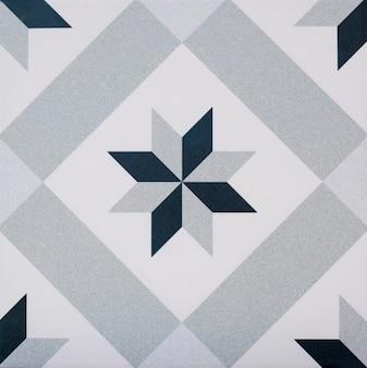 幾何学的図形の詳細と古いポルトガルのタイルのクローズアップ