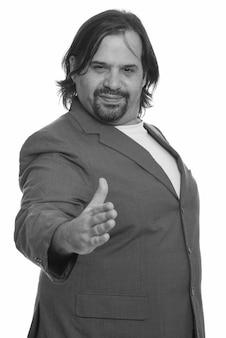 孤立したスーツで太りすぎのひげを生やしたビジネスマンのクローズアップ