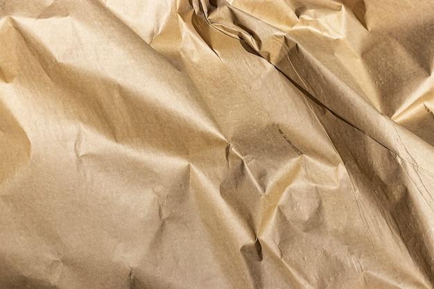 梱包紙のクローズアップ。商品を包装するためのクラフト紙。環境にやさしいパッケージ。