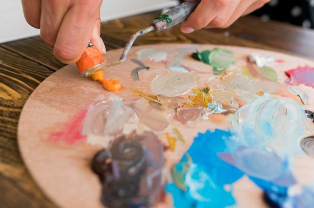 Крупный план краски палитры