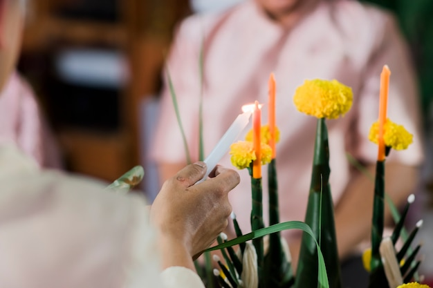 仏教の儀式で使用されたファンバイスリのクローズアップ。