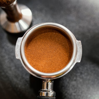 전문 커피 머신 컵의 클로즈업