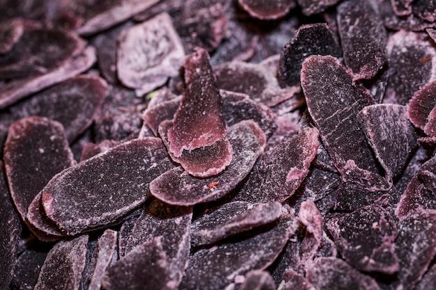 Крупным планом фиолетовые сладости на рынке
