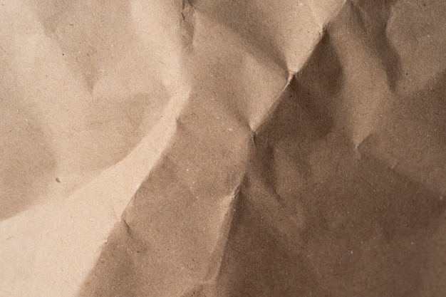 背景や壁紙のリサイクル茶色のしわ紙のテクスチャのクローズアップ