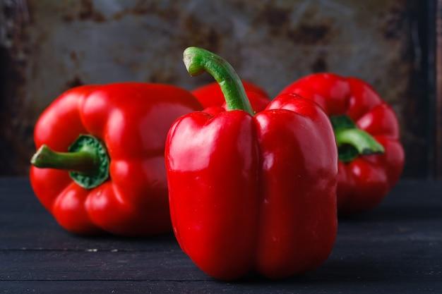 Закройте вверх таблицы красного болгарского перца pn