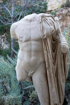 Крупный план статуи без головы в римском стиле, музей израиля, иерусалим, израиль