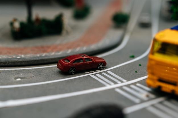 도로, 교통 개념에 작은 자동차 모델의 닫습니다.