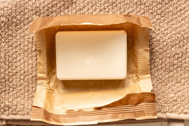 タオルのペーパークラフトパッケージの石鹸brのクローズアップ