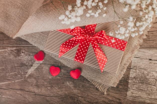 Крупным планом сюрприз в день святого валентина