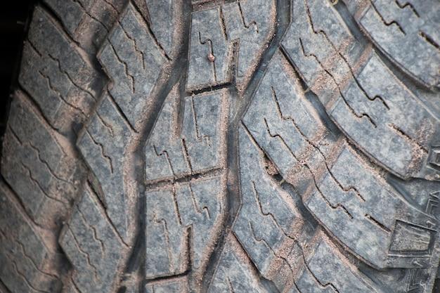 질감 타이어, 검은색 타이어, 야외의 클로즈업