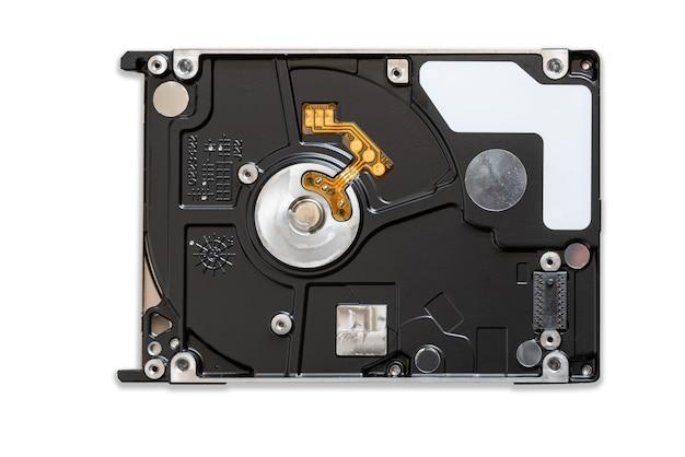 Заделывают задней части черного механического жесткого диска на белом фоне