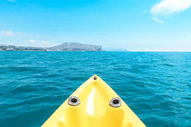 여름 보기와 함께 여행에 바다에 보트의 활의 클로즈업.