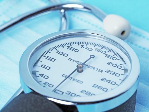 혈압 측정 장치인 안압계의 화면 클로즈업