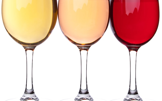 3つのワイングラスのクローズアップ