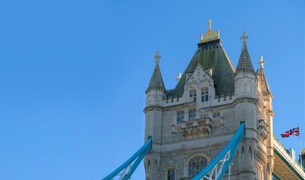 英国、ロンドンのタワーブリッジのクローズアップ