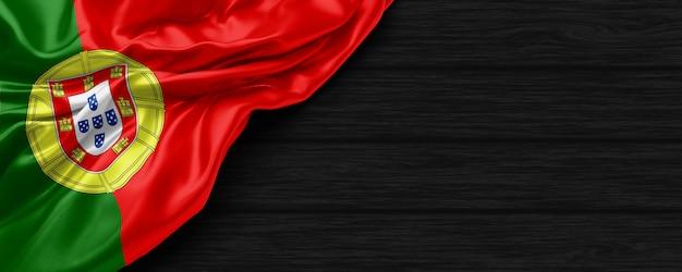 검은 나무 배경 3d 렌더링에 포르투갈 국기의 닫습니다