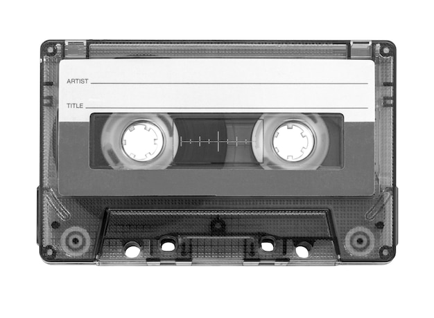 分離されたビンテージオーディオテープカセットのクローズアップ
