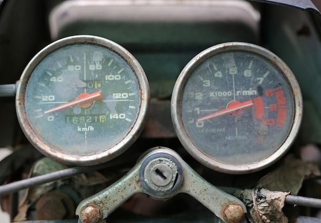 빈티지 오토바이 속도계의 클로즈업