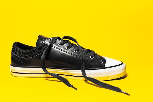 밖으로 레이스와 빈티지 운동 화 신발의 클로즈업
