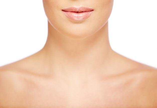 완벽한 피부를 가진 여자의 목의 근접