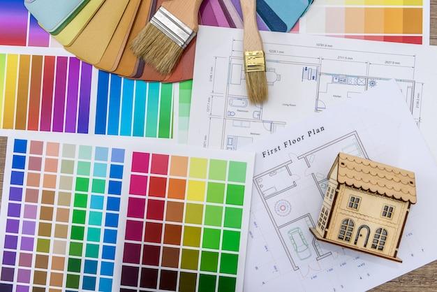 青写真と色見本と木造住宅モデルのクローズアップ