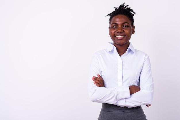 孤立した若い美しいアフリカの実業家のクローズアップ