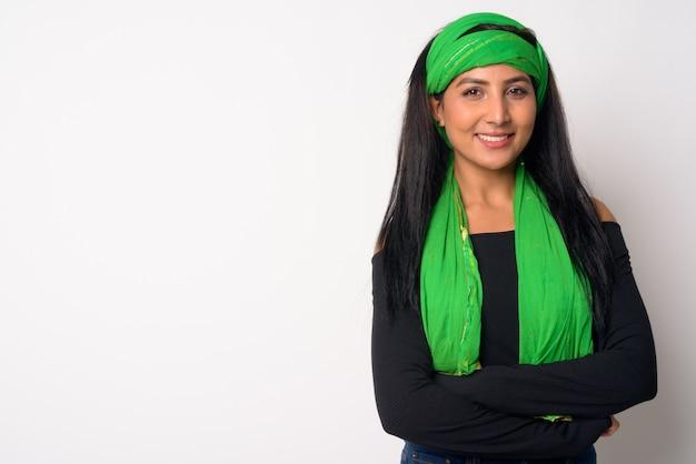 Крупным планом молодой красивой персидской женщины изолированы