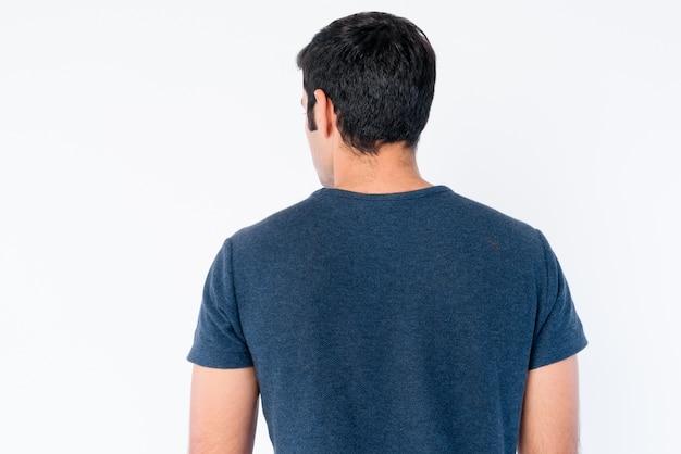 고립 된 젊은 잘 생긴 페르시아 남자의 클로즈업