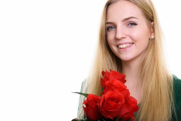 若い幸せな10代の少女の笑顔のクローズアップ