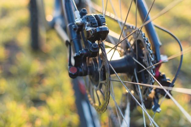 後ろの自転車のクローズアップ、マウンテンバイクプロテクター