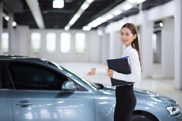 Заделывают азиатских продавщиц в продаже автомобилей