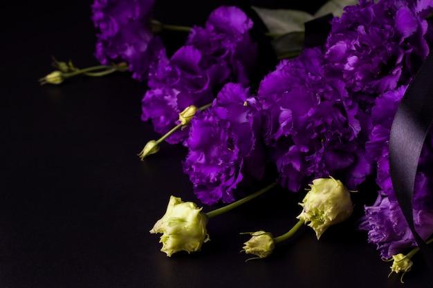美しく繊細な花にクローズアップ
