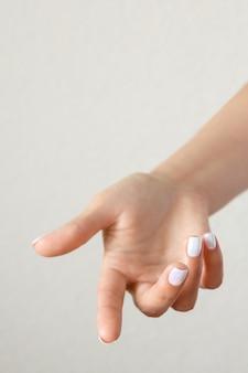 Крупным планом на красивые жесты рук изолированные