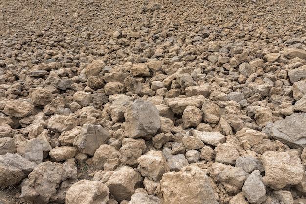 大きな土の石の詳細にクローズアップ