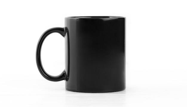分離されたハンドルを持つ空白の黒いカップにクローズアップ