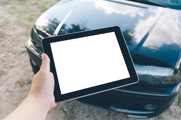 Крупным планом на пустой цифровой планшет в руке
