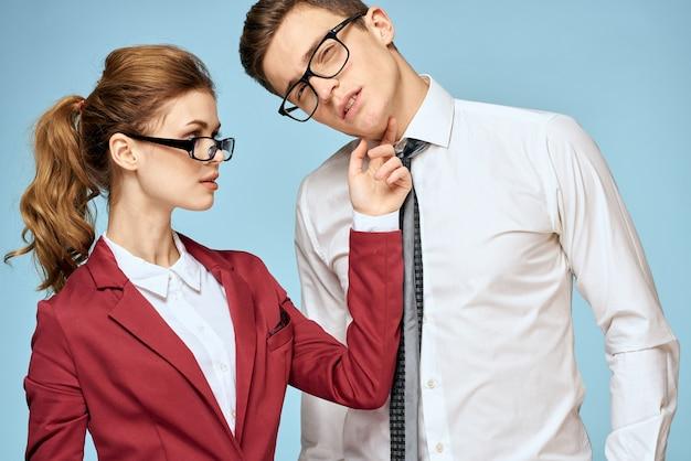 孤立したビジネスの若いカップルのクローズアップ