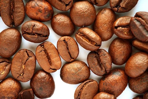 コーヒー豆の山にクローズアップ