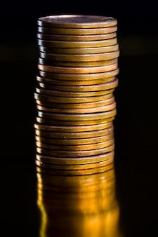 銅の小さなコインにクローズアップ