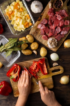 Крупным планом на приготовление вкусной еды