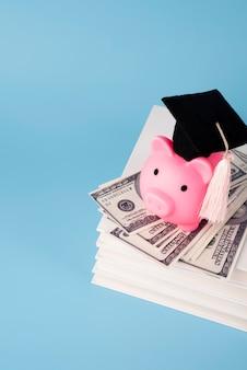 教育と経済のオブジェクトのクローズアップ