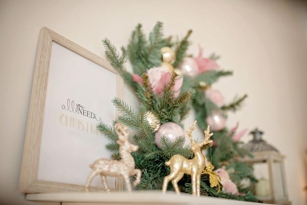 お祝いのクリスマスリースにクローズアップ