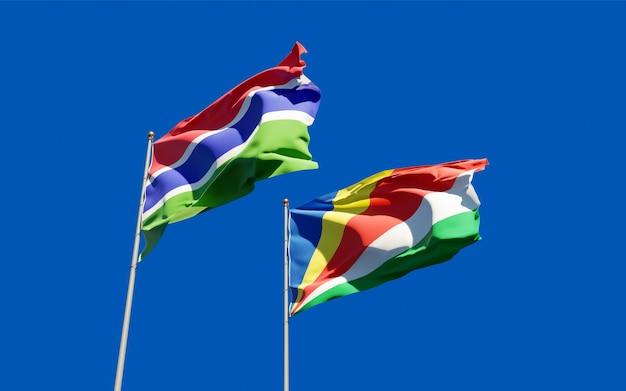 감비아와 세이셸의 깃발에 가까이