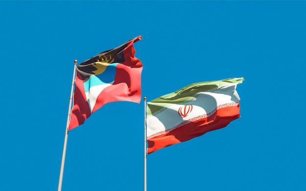 Закройте на флагах ирана и антигуа и барбуды