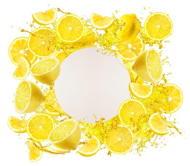 Крупным планом на раме ломтик лимона на верхнем столе