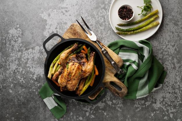 焼き鶏肉の高タンパク食をクローズアップ